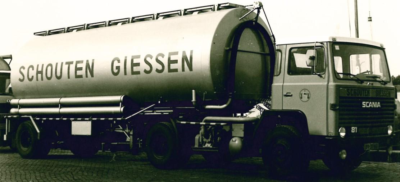 Vrachtwagen met logo Schouten Giessen